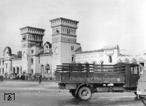 Руины старого здания железнодорожного вокзала