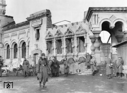 1942 год. Вокзал. Не возможно оторвать взгляд от красоты фасада старого здания