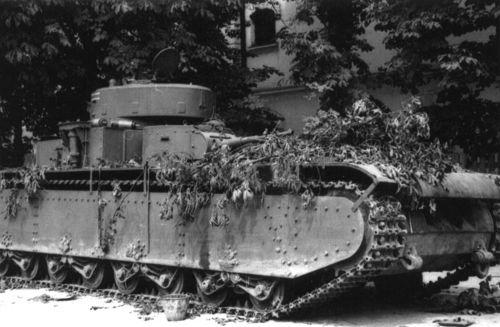 Брошенный советский тяжелый танк Т-35А из состава 67-го танкового полка, оставлен в городе Днепропетровск в начале августа 1941 г.
