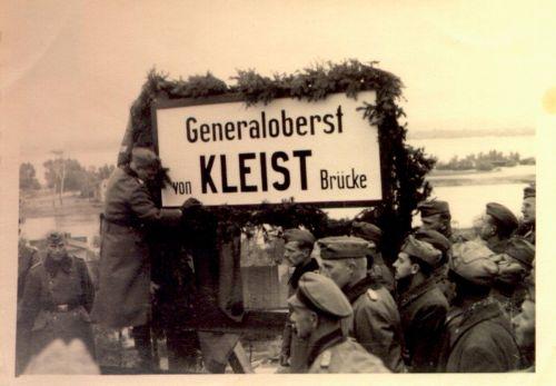 «Мост генерал-полковника Клейста». Назван в честь Эвальда фон Клейста, командующего немецкой 1-й танковой группой (с 06.10.1941 — 1-я танковая армия), действовавшей на южном направлении Восточного фронта. Район Днепропетровска.